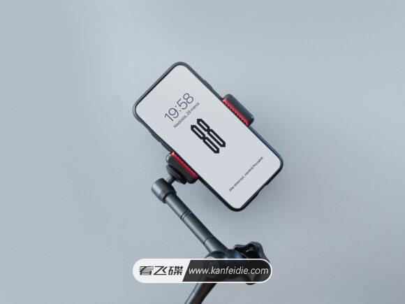 三脚架上的iPhone 11样机素材